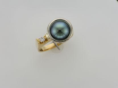 Image de Bague en or jaune et blanc avec perle noire de Tahiti et diamant